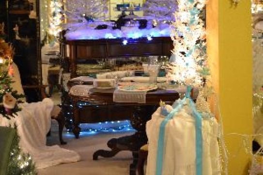 Our dining room Christmas table and atmosphere_small