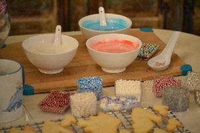 colorful frosting for the cookies_small