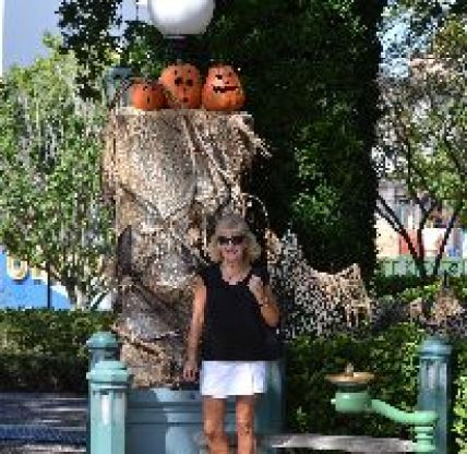 Julie Halloween Universal Studios_small