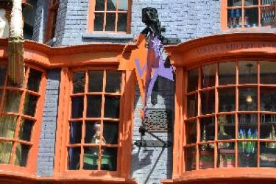 the Weasleys store 2_small
