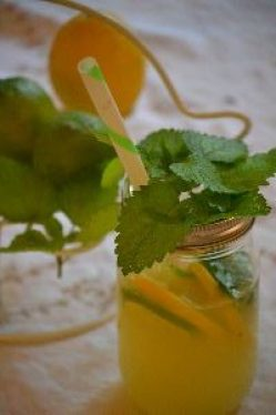 limoncello lemonade with herbs_small