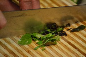chopping the basil for the pastas_small