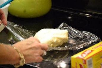 18 wrapping the dough_small