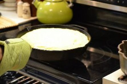 remove cornbread from oven_small