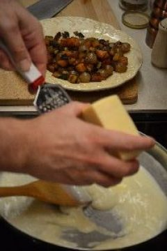 27 grating cheese_small