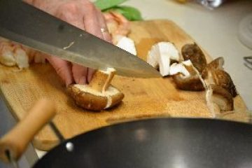 shrimp slicing the mushrooms thickly_small