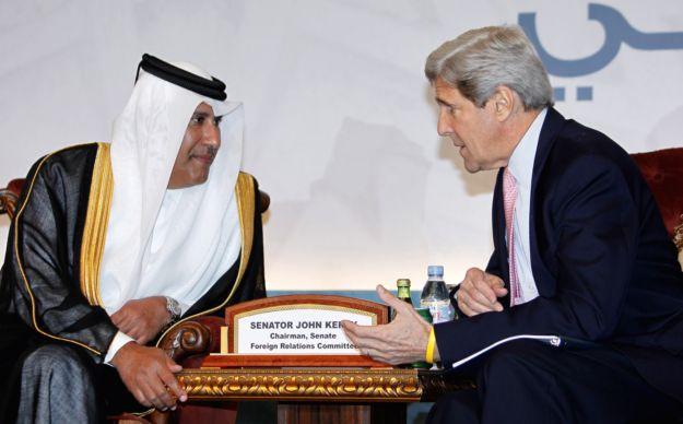 US Senator John Kerry (R) speaks with Qa