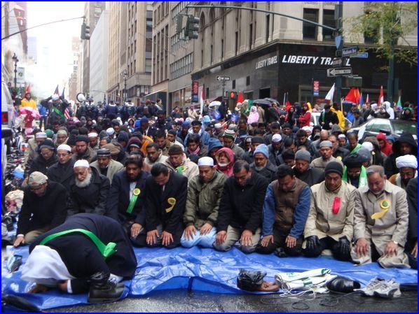 Muslims block Madison Avenue to pray in the street
