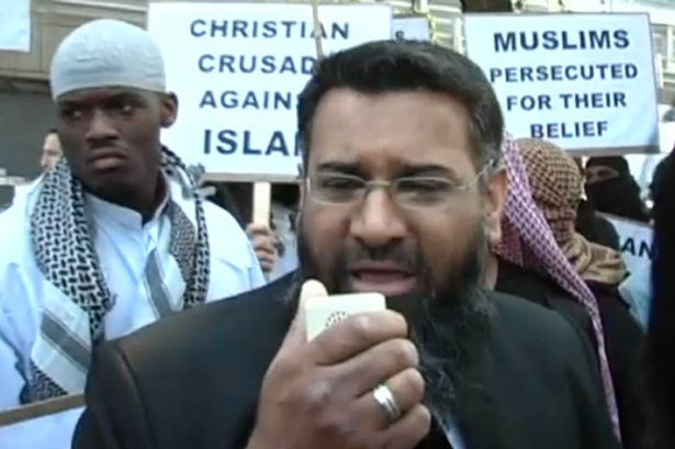 Soldier beheader Michael Adebojalo standing behind Choudary at hate rally