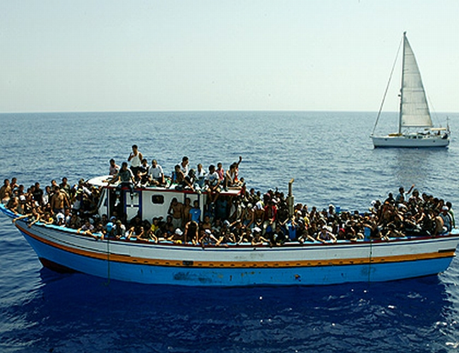Boat_full_of_refugees