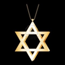13807621-gold-star-of-david-pendant-gold-necklace-chain-isolated-on-black-background-eps8-compatible-e1377382190103