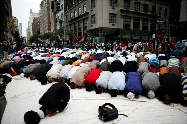 2010-American-Muslim-Day-Parade-2