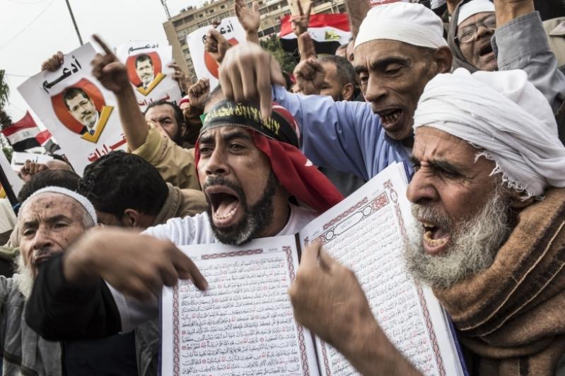 20130709124136-morsiprotest