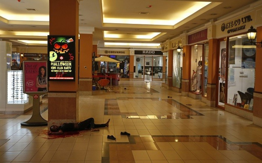 410836-a-mujer-cuerpo-en-westgate-shopping-center-en-nairobi1-e1379877511124