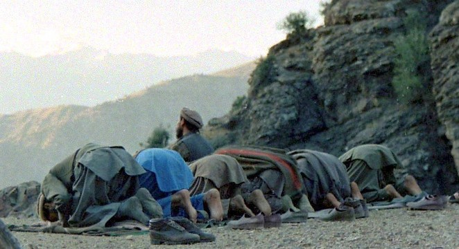 Mujahideen_prayer_in_Shultan_Valley_Kunar, _1987