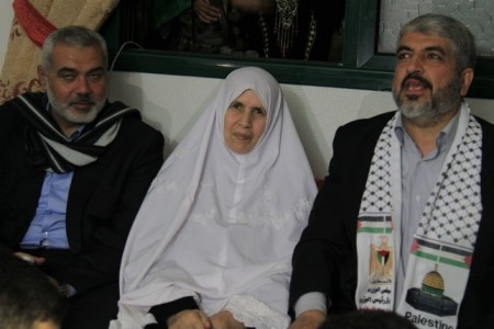 Hamas leader Khalid Mash'al wearing the same kind of