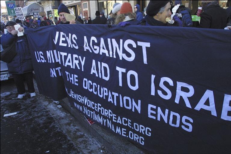 Entre estos 58 Judios enojados era el anti-Israel Jewish Voice for Peace virulentamente