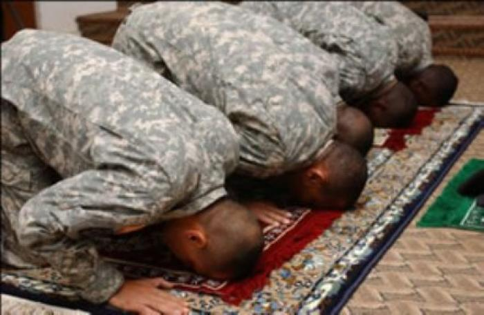 muslim_soldiers_pray-vi_0