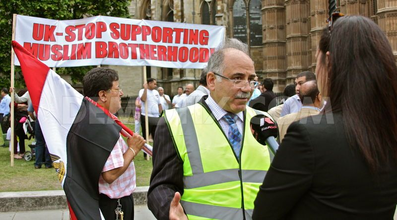 1376905733-uk-egyptians-protest-against-muslim-brotherhood-in-egypt-london_2456405