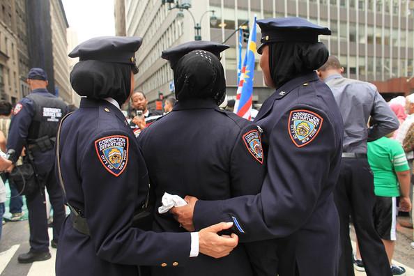 Under DeBlasio, New York City now has women policebagheads!
