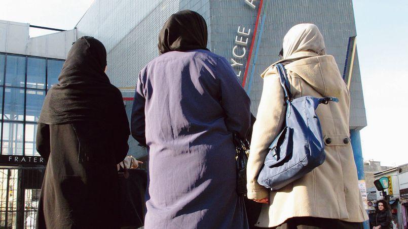 Quatre Lycéennes sí disent menacees d'exclusión au liceo Blanqui