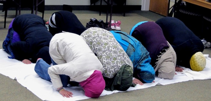 Muslims insist on time off to pray at work