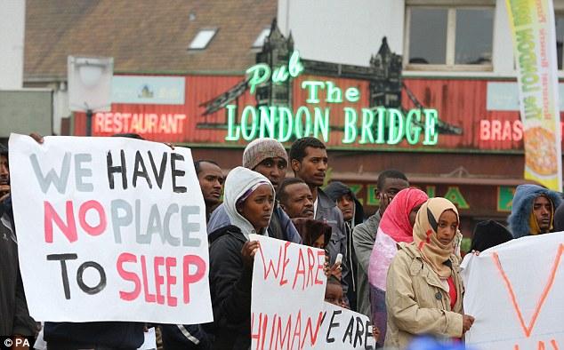 1409941298523_wps_9_Migrants_protesting_in_Ca