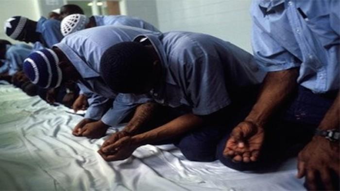 muslims-praying_thumb-450x322