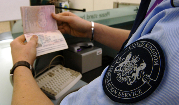 'Immigration staff shortages causing airport queues'