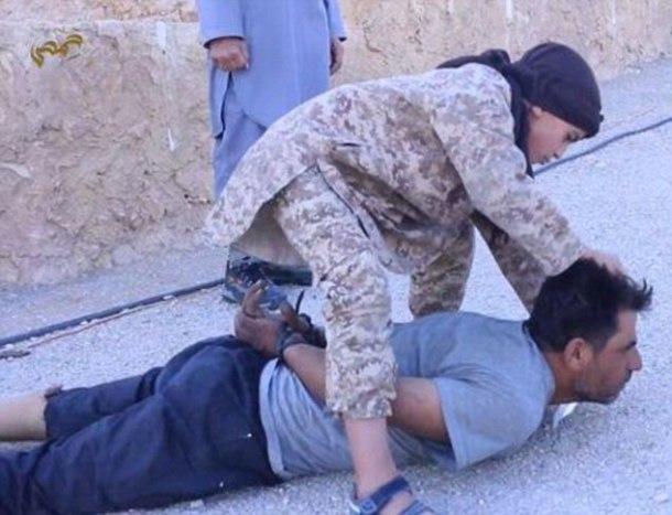 isis-calicub-executes-prisoner