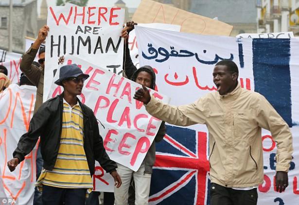 1409936384675_wps_1_Migrants_protesting_in_Ca