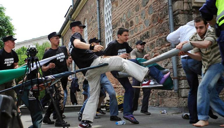Musulmanes atacan policía búlgara