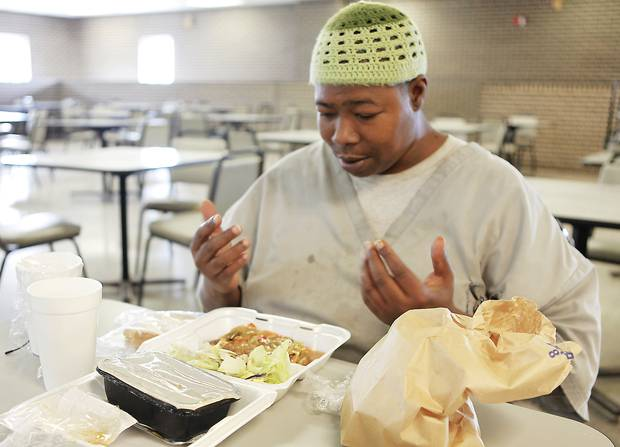 Muslim prisoners don't have to eat pork, they get halal meals in American prisons