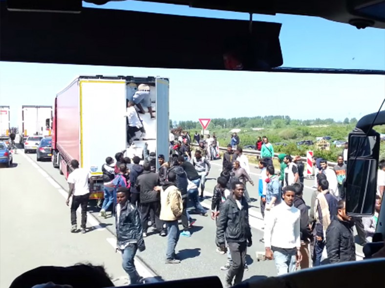 migrantes-Calais-e1434433899233