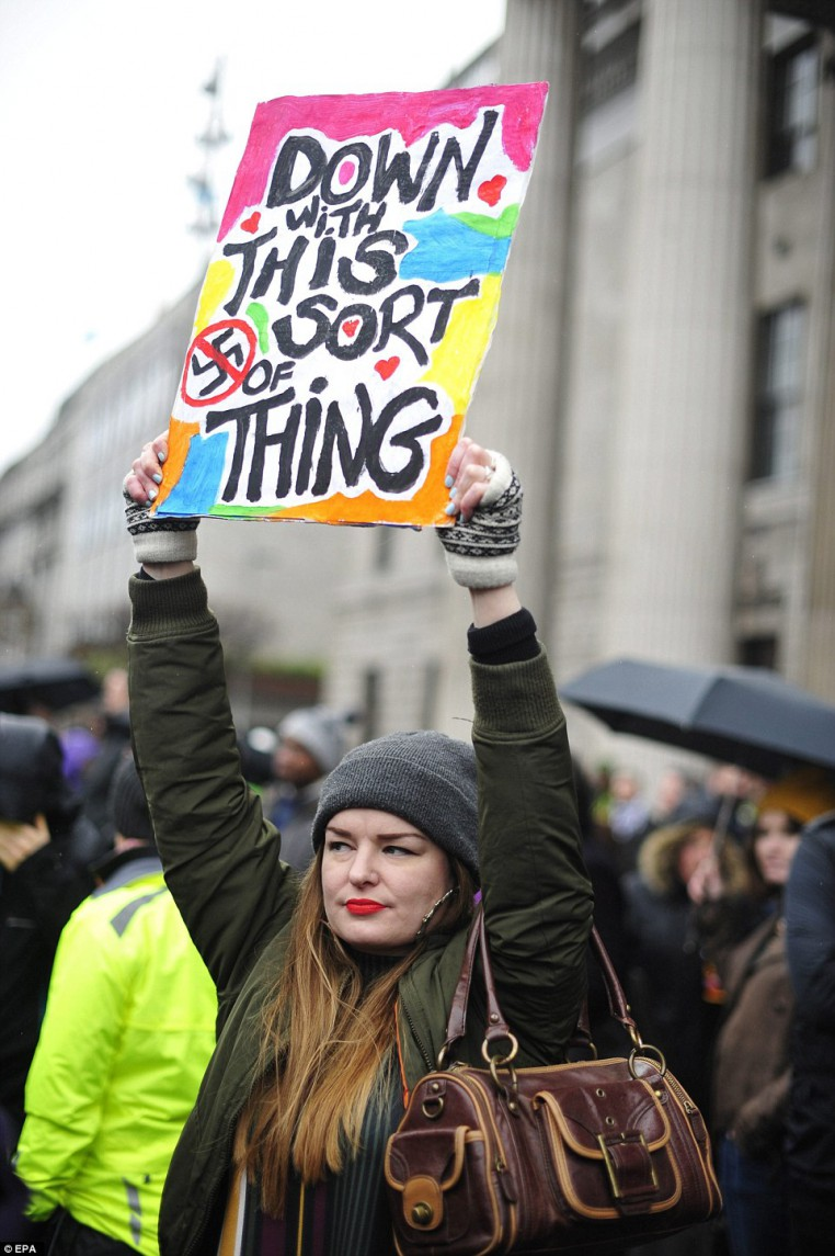 30F2299E00000578-3435093-A_woman_holds_a_placard_during_a_counter_demonstration_to_a_PEGI-a-29_1454797211291