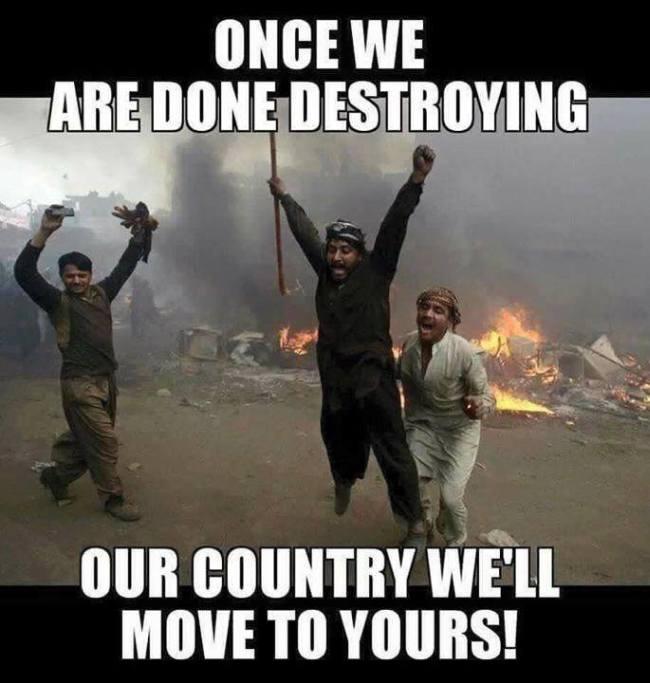 muslim-refugees-destroy