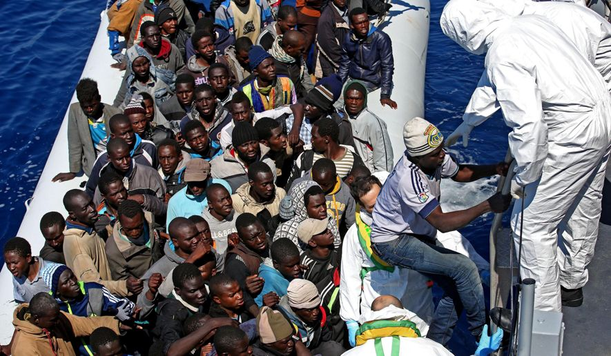 APTOPIX_Italy_Europe_Migrants.JPEG-00f85_c0-223-3072-2014_s885x516