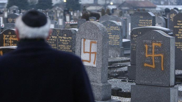 Los musulmanes han estado pintando esvásticas nazis judíos cementerios de toda Francia