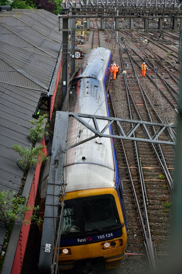 PAY-Paddington-station-train-derailed
