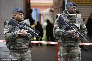 three-french-soldiers-stabbed-1