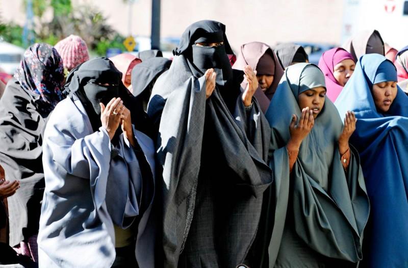 women-praying-e1454210671739
