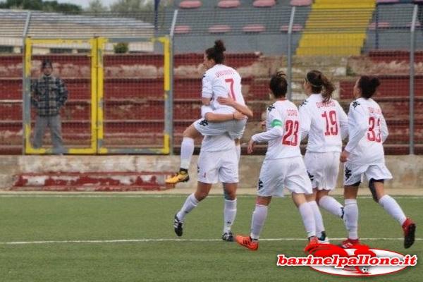 Pink Bari-Tavagnacco 1-0: l'esultanza delle baresi dopo il gol in apertura