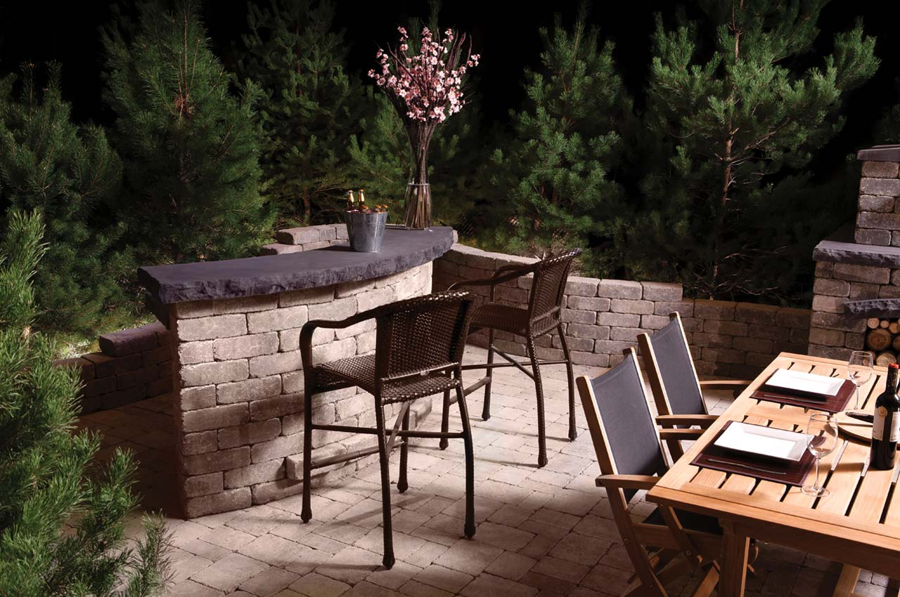Stone Oasis Curved Bar with Roman Patio
