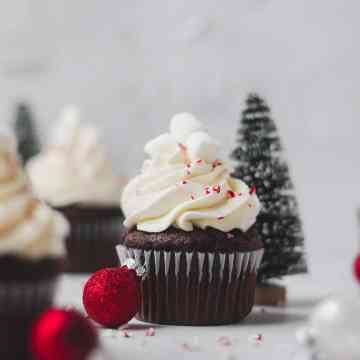 peppermint hot chocolate cupcakes with whipped cream frosting