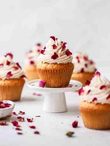 rosé cupcakes with rose petals