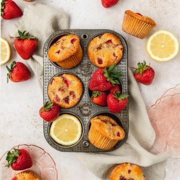 strawberry lemon muffins with fresh strawberries