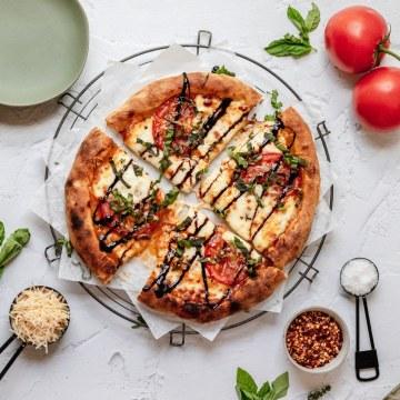 close up shot of sourdough pizza crust