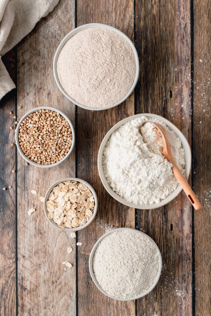 different types of flours in small bowls