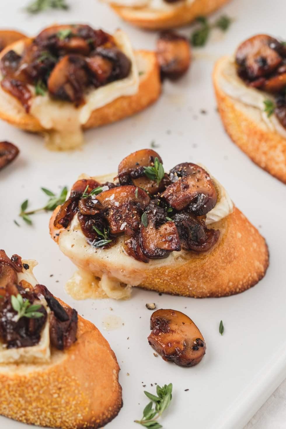 brie crostini with roasted mushrooms