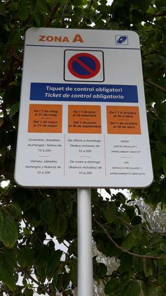 Placa de información del Ticket de control obligatorio de Castelldefels